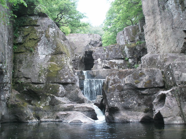 Bracklinn_Falls_-_geograph.org_.uk_-_1350996.jpg